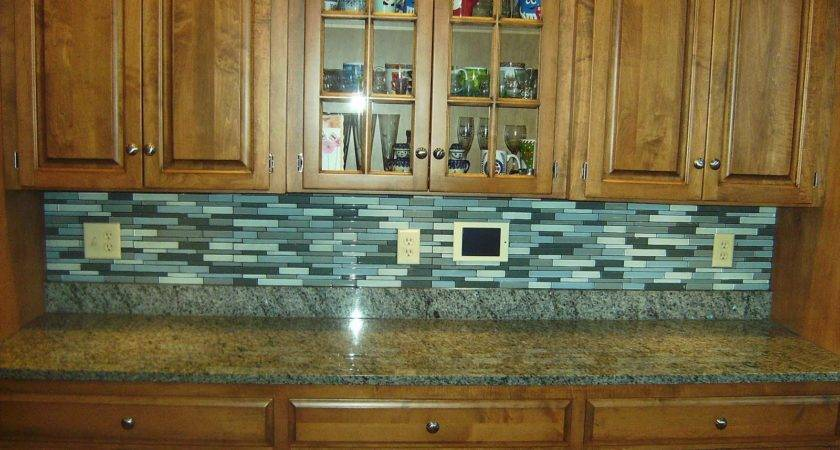 Advantages Using Glass Tile Backsplash Midcityeast