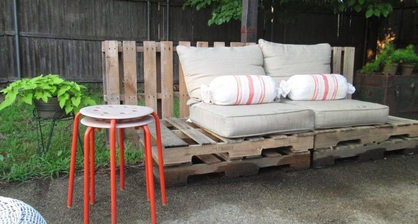 Amber Wilhelmina Outdoor Spaces Diy Pallet Lounge Seating