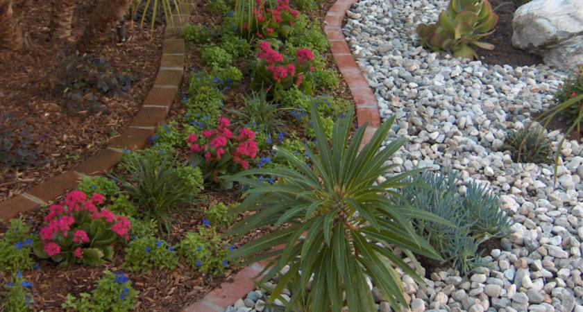 Bark Mulch Rock Which Better Landscapes