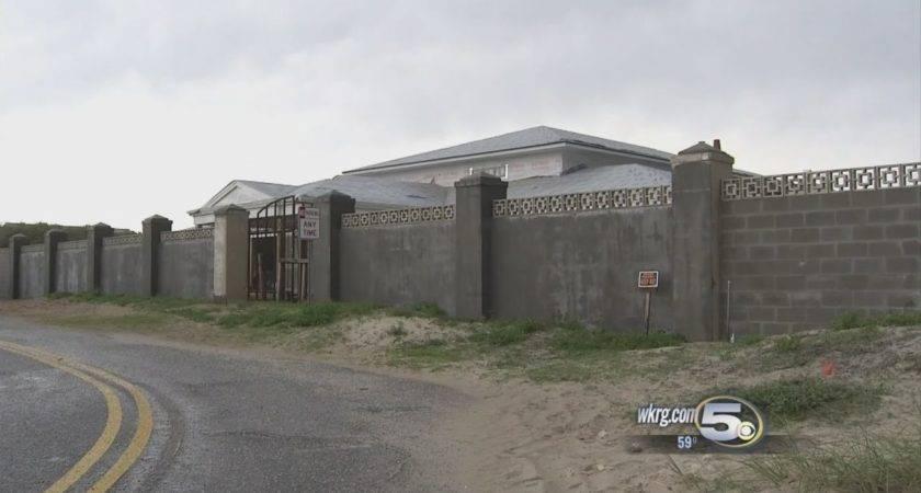 Bentley Controversial Security Wall Around Baldwin Beach