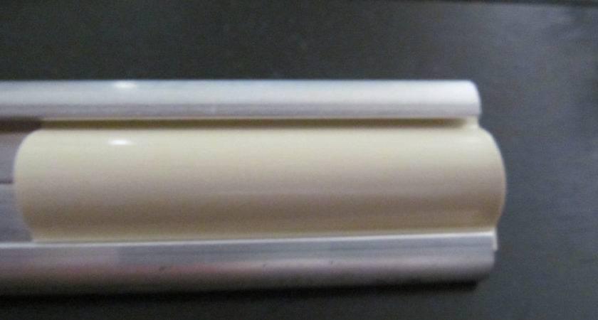 Colonial White Vinyl Insert Molding Trim Screw
