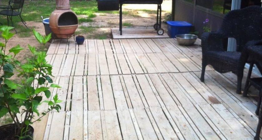 Crafty Life Pallet Deck