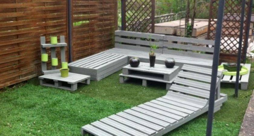 Creative Patio Furniture Made Out Pallets