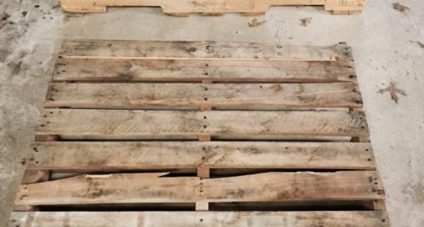 Diy Pallet Sliding Barn Door Lehman Lane