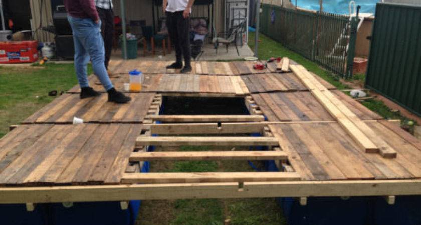 Diy Portable Pontoon Using Old Pallets Blue Drums