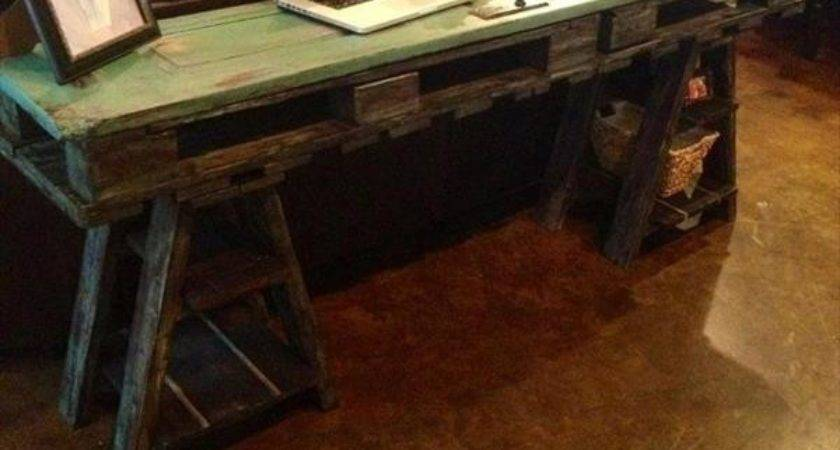 Diy Reclaimed Pallet Computer Table Furniture Plans
