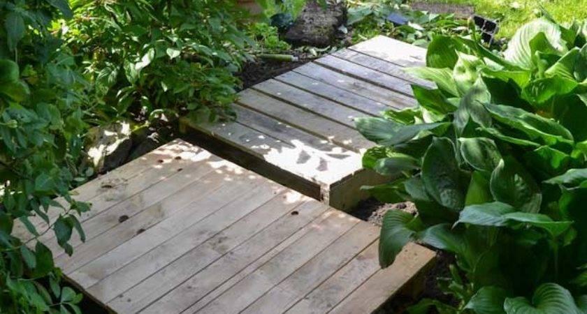 Easy Pallet Garden Walkway Can Make Quick