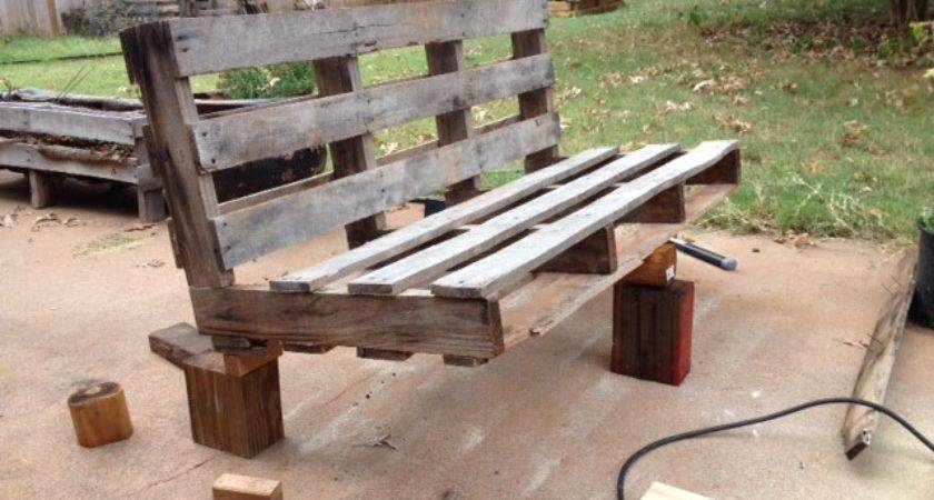 Easy Steps Turn Pallet Into Outdoor Patio Bench