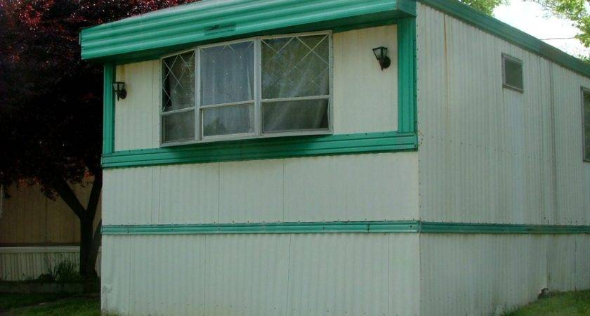 End Very Nice Older Mobile Home White Swimming