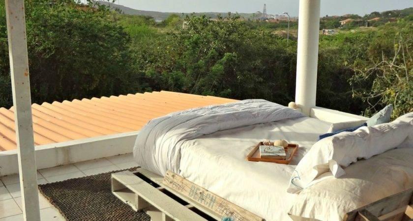 Gardners Bergers Reader Feature Rooftop Pallet Bed
