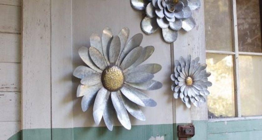 Gracie Oaks Piece Galvanized Metal Flower Hanging Wall