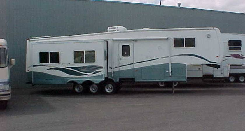 Gulf Stream Coach Prairie Schooner Fifth Wheel