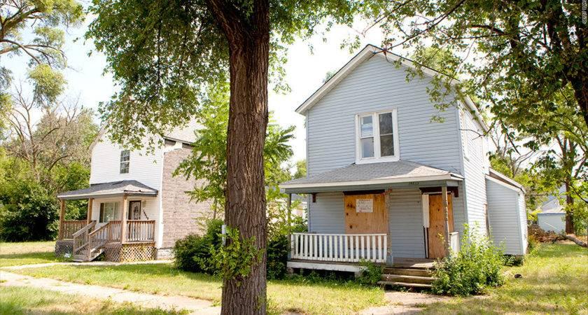 Half Nation Foreclosed Homes Still Occupied Oct