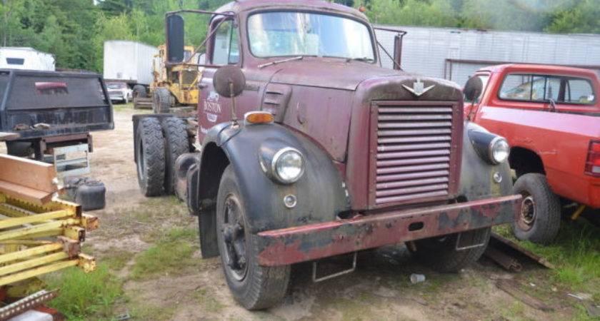 International Harvester Antique Tractor Semi