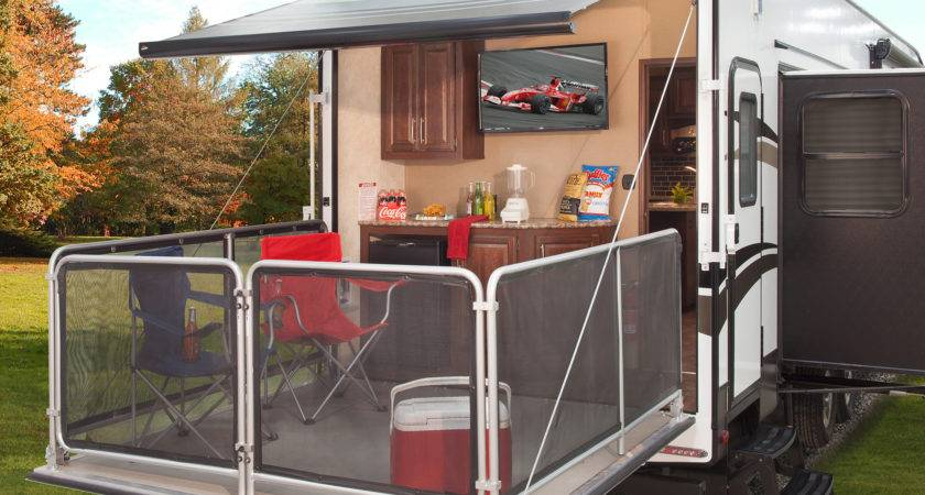 Keystone Cougar Introduces Fifth Wheel Party Deck