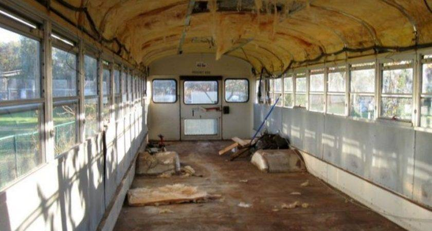 Old School Bus Gets Converted Into Epic Motorhome