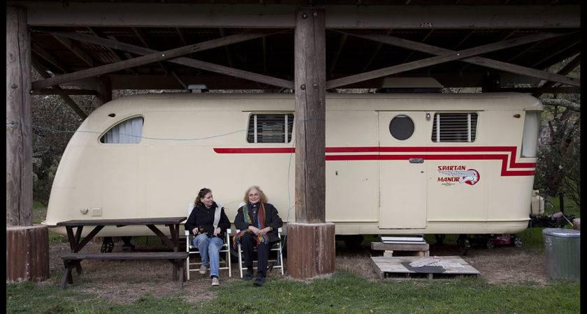 Photograph Philip Greenspun Spartan Manor Trailer