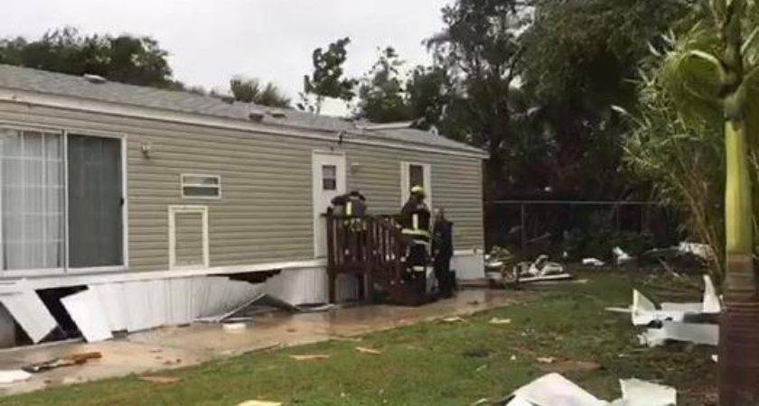 Police Palm Bay Tornado Destroys Six Mobile Homes