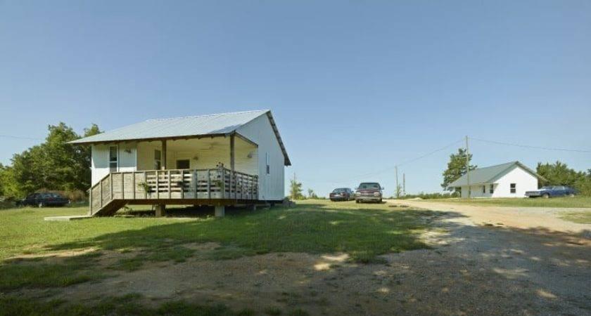 Rural Studio Aims Provide House Along Ownership