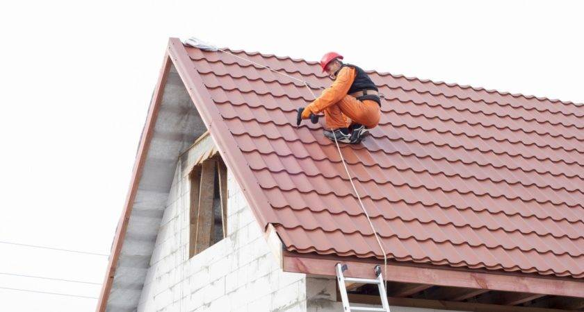 Schaumburg Roofing Tips Cover Damaged Roof