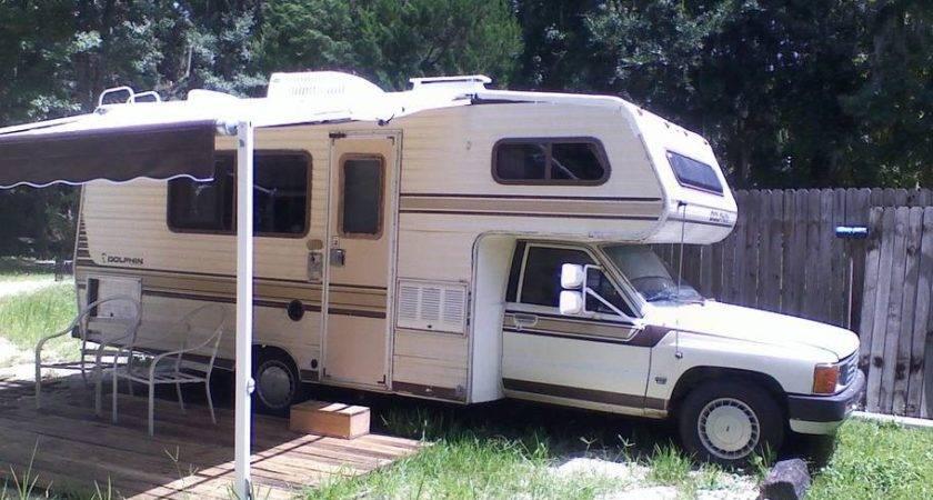 Serene Cozy Vintage Camper Campers Rvs Rent Saint