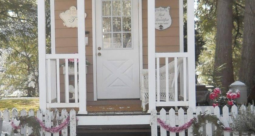 Shabby Chic Tiny Retreat House Christmas