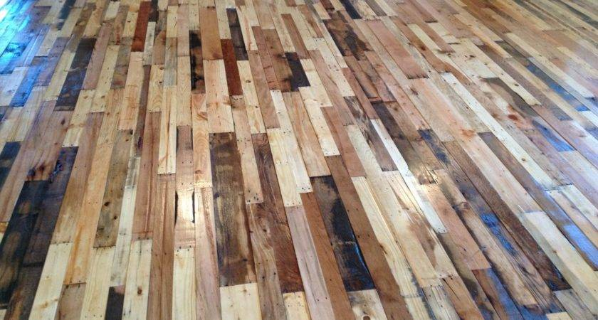 Stunning Pallet Wood Floor Arrangement Can Try