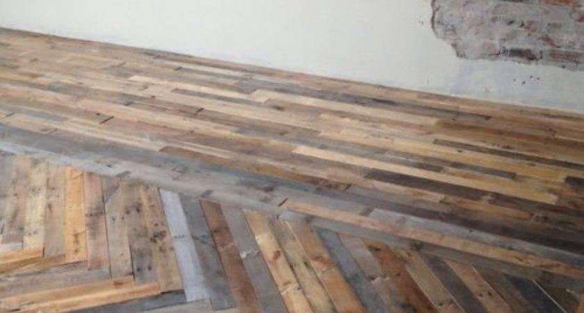 Stunning Pallet Wood Floor Arrangement Can Try