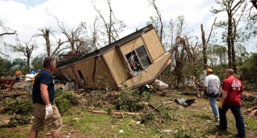 Tornado Damage Moore Okla Photos Tornadoes Wreak